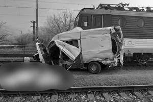 Dve osoby z dodávky zraneniam podľahli.