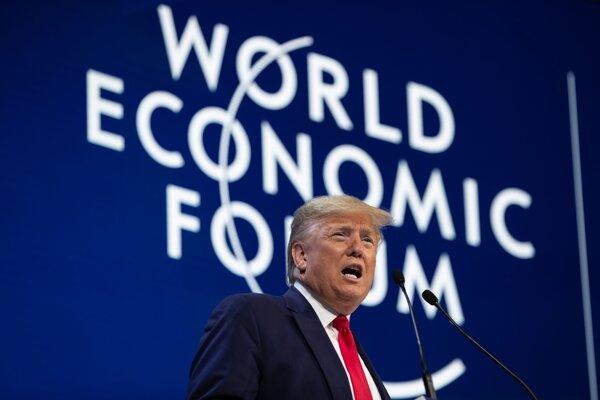 Americký prezident Donald Trump počas prejavu na úvodnom zasadnutí Svetového ekonomického fóra v Davose.