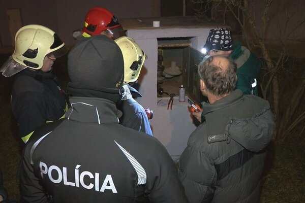 Drobný únik plynu odstránil pracovník plynární na mieste.