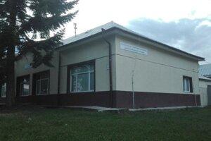 Jedna z budov v Sečovciach, kde sídlilo elokované pracovisko školy v Dobšinej. Nájom odčerpal z peňazí KSK milióny eur.