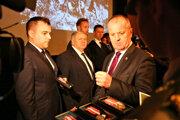 Minister obrany SR Peter Gajdoš (vpravo) počas slávnostného oceňovania miest a obcí vypálených počas 2. svetovej vojny, a tiež ocenenia významných osobností Slovenského národného povstania (SNP). Banská Bystrica, 23. január 2020.