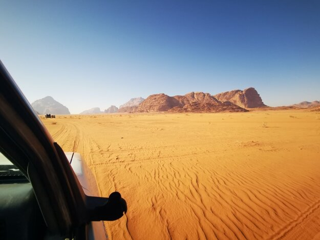 Púštne safari na džípoch