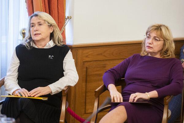 Kandidátky na post predsedu Najvyššieho súdu SR Soňa Mesiarkinová (vľavo) a Jana Bajánková počas vypočúvania Súdnou radou.