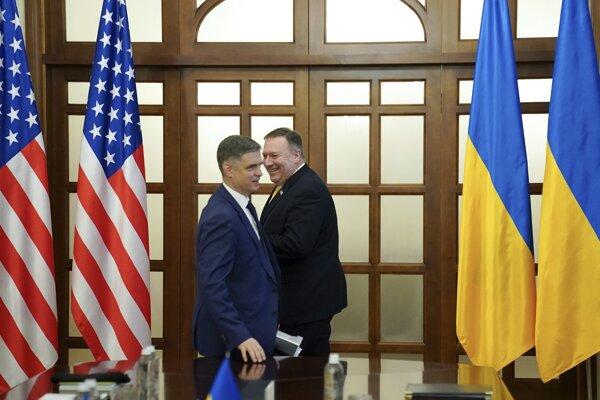 Americký minister zahraničia Mike Pompeo a jeho rezortný kolega z Ukrajiny Vadym Prystaiko.