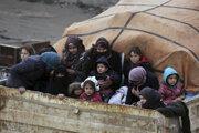 Sýrski utečenci na ceste z mesta Idlib.