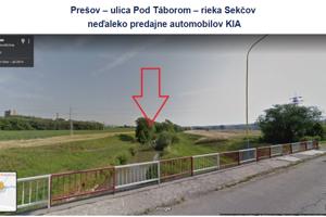Aj za túto súkromnú parcelu na dne rieky Sekčov platia vodohospodári nájomné.