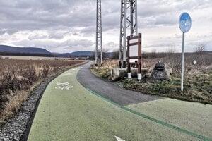 Cykloželeznička je už bez betónových zábran a tesne pred jej oficiálnym dokončením.