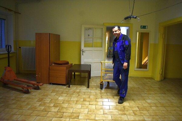 Domov sociálnych služieb v Dubnici nad Váhom museli vysťahovať. Čaká ho rozsiahla rekonštrukcia.