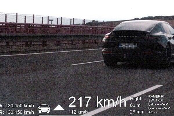 Vodiča Porsche vyšlo prekročenie rýchlosti na 500 eur.