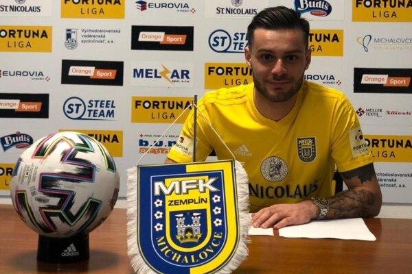 Pravý grécky obranca Dimitrios Konstantinidis podpísal s Michalovcami ročný kontrakt.