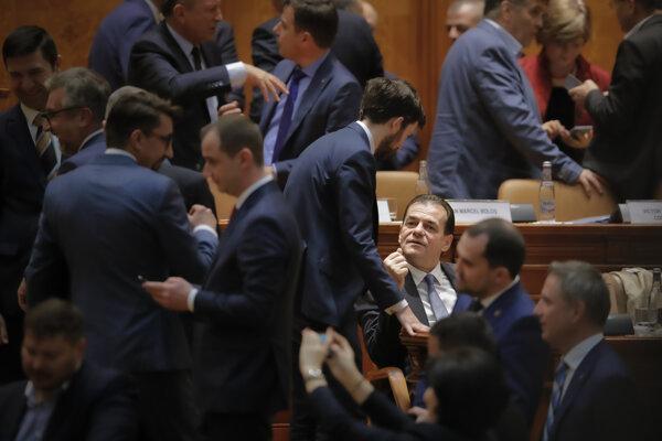 Návrh na jej odvolanie podporilo 261 poslancov zo 465-členného parlamentu.