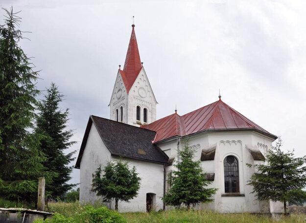 Kostol v Turíčkach. Pozostatok pôvodnéno kostola je vystupujúca časť vľavo.