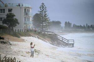 Rozbúrený oceán v Collaroy na severe Sydney.