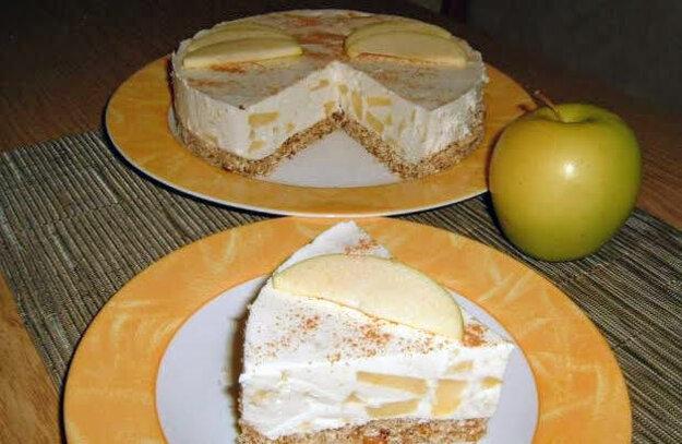Jablkový cheesecake so škoricou