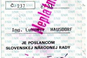 Takto vyzeral prvý ponovembrový poslanecký preukaz Lubomíra Hausdorfa