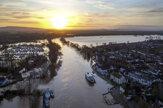 Búrka Dennis zaplavila anglické mestá (fotogaléria)