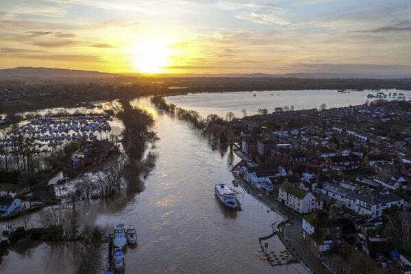 Zaplavené mesto Upton upon Severn v Anglicku.