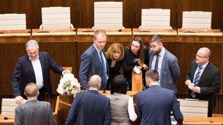 Parlament pred voľbami: Beblavý a Truban sú odhodlaní zabrániť rokovaniu (video)
