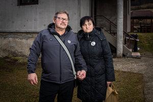 Rodičia Jána Kuciaka Jozef a Jana pred ich domom v Štiavniku pri Bytči.