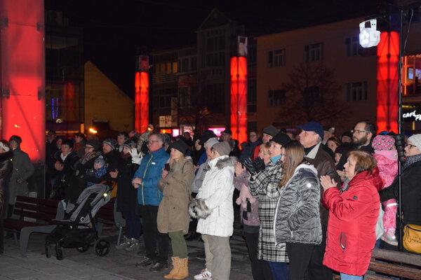 Vo štvrtok večer sa na Divadelnom námestí v Martine konalo zhromaždenie za Jána a Martinu.