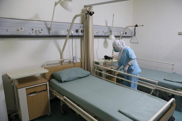 Nakazení sú hospitalizovaní prinajmenšom v štyroch iránskych mestách: metropole Teherán, a tiež v mestách Kom, Arak a Rašt.