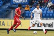 Petar Orlandič (vpravo) a kapitán Senice Joss Didiba v zápase 20. kola futbalovej Fortuna ligy medzi FK Senica - FC Spartak Trnava.