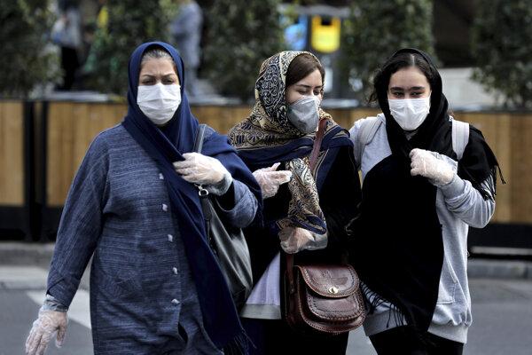 Počet obetí v Iráne rastie, pribúda aj nakazených.