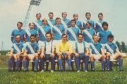 Ján Slosiarik (dole druhý zľava) v drese Lokomotívy.