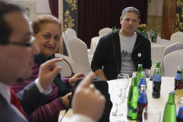 Riaditeľ občianskeho združenia eduRoma Vlado Rafael (vpravo).