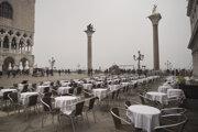 Prázdne námestie v Benátkach.