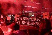 Aktivisti protestovali v piatok pred kultúrnym centrom v Paríži, kde sa odovzdávajú ceny César.