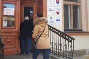 Jeden z volebných okrskov sídli aj v Klube 75 na Belanského ulici.