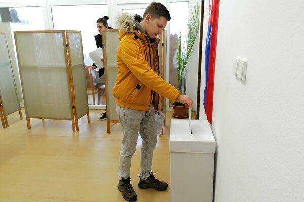 Dávid Kovalíček s účasťou na voľbách neváhal.