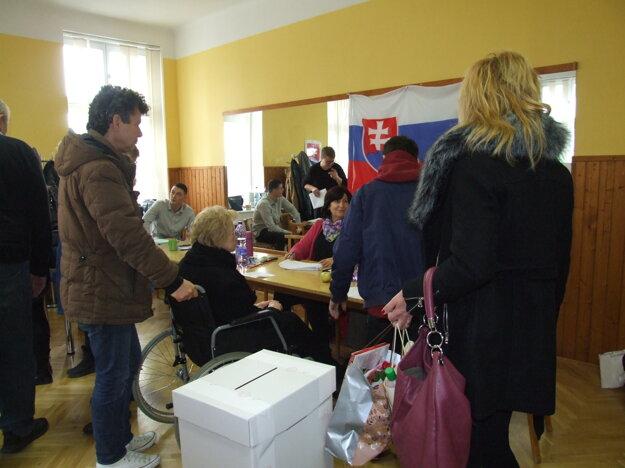 Volebná miestnosť v okrsku číslo 6.