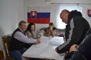 Voľby v Ondavke boli v obývačke.