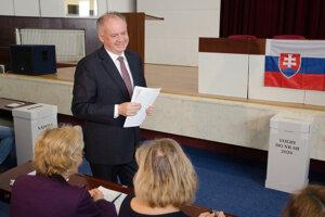 Predseda strany Za ľudí Andrej Kiska počas brífingu po volebnom akte v rámci volieb do Národnej rady SR 2020.