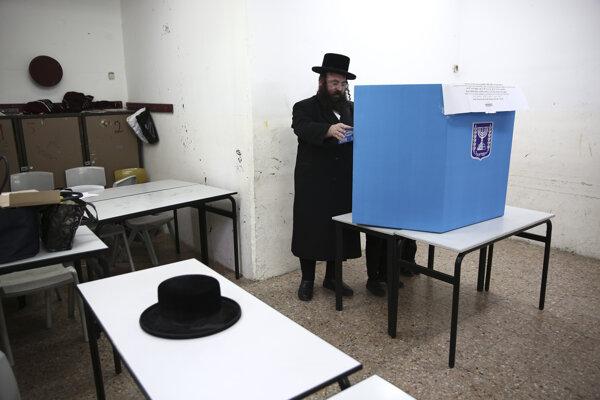 V Izraeli prebiehajú voľby.