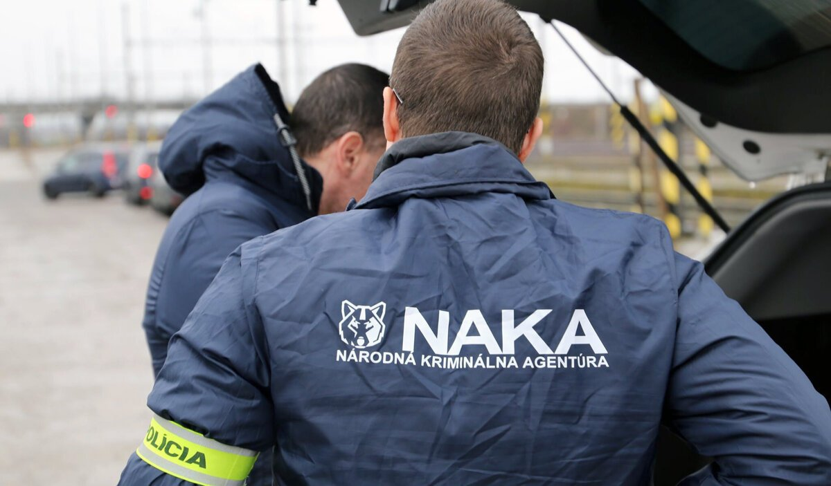 Obhajca Almáši spájaný s takáčovcami ostáva vo väzbe - SME