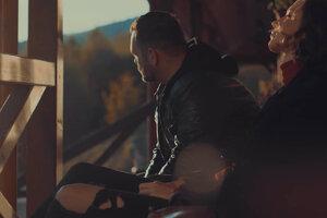 Záber zo spoločného klipu Elevenhill a Zuzany Smatanovej.