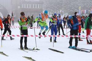 Z lyžiarskeho štadióna Rudolfa Čillíka na Skalke pri Kremnici odštartovali v sobotu hlavné preteky Bielej stopy.