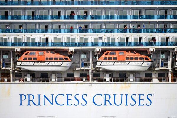 Loď Grand Princess pri pobreží San Francisca 8. marca 2020.
