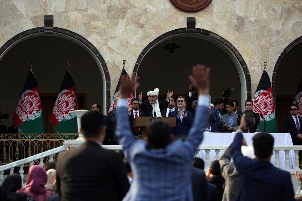 Afganský prezident Ašraf Ghaní má prejav po zložení prísahy počas inauguračnej ceremónie v prezidentskom paláci v Kábule 9. marca 2020.