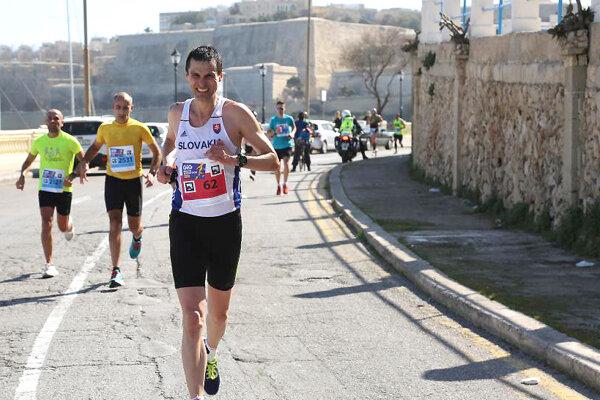 Ján Raclavský odbehol 21. maratón v hlavnom meste Európskej únie.