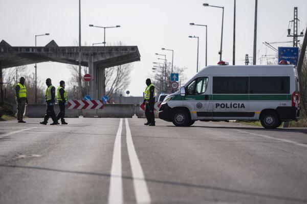 Hraničný prechod s Maďarskom Čunovo - Rajka.