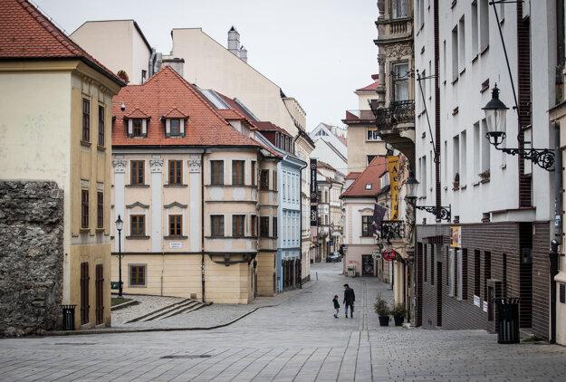 Prázdne centrum Bratislavy.