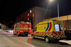 V bytovke na Hviezdoslavovej ulici našli telo mŕtveho muža.