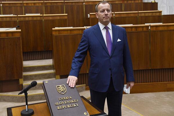 Boris Kollár skladá sľub.