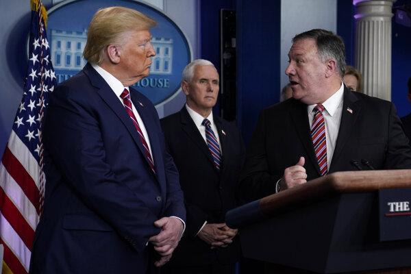 Prezident USA Donald Trump a minister zahraničných vecí Mike Pompeo.