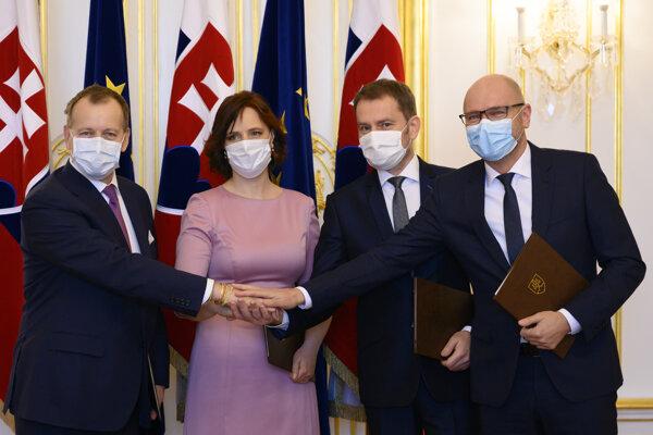 Lídri strán po podpise koaličnej zmluvy.