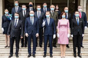 Spoločná fotografia členov novovymenovanej vlády SR.